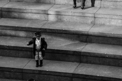 Street-Photography - Playing on the Steps